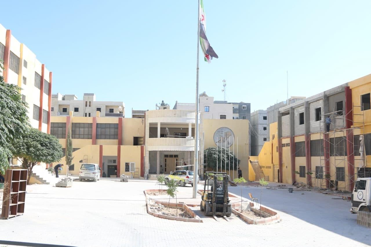 بالفيديو .. استمرار أعمال الإنشاء والترميم في جامعة حلب الحرة
